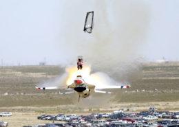 Havárie americké stíhačky F-16; Foto: U.S. Air Force, seržant Bennie J. Davis III