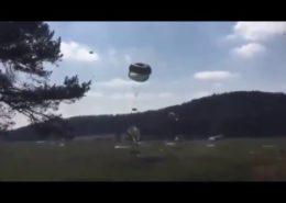 VIDEO: Humvee padaly z nebe