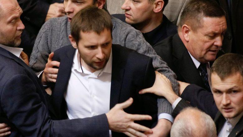 Rvačka v ukrajinském parlamentu; Foto: ВО Свобода / Wikimedia Commons