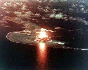 Test americké jaderné zbraně na atolu Eniwetok; Foto: Ministerstvo energetiky USA / Wikimedia Commons