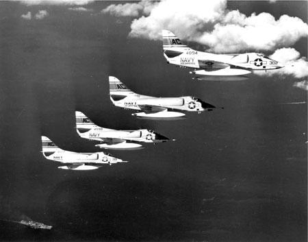 Americká vojenská letadla při invazi na Kubu; Foto: Robert L. Lawson, Wikimedia Commons