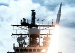 Odpálení rakety z křižníku USS Vincennes; Foto: US Navy / Wikimedia Commons