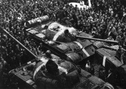 Tanky T-55 invazních sil do Československa v roce 1968; Foto: Engramma.it, Wikimedia