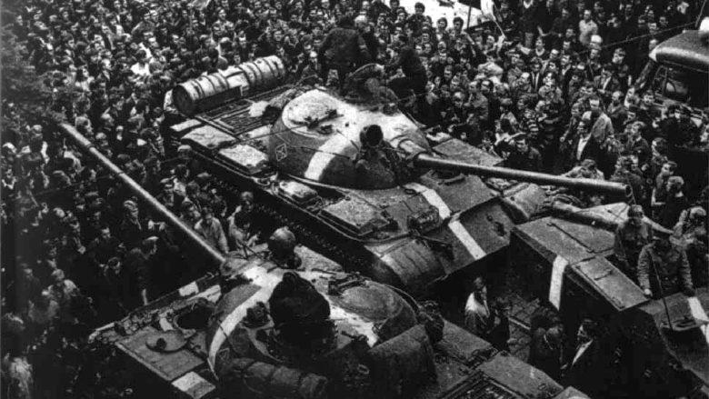 Tanky T-55 invazních sil do Československa v roce 1968; Foto: Engramma.it, Wikimedia Commons