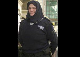 DAILY MAIL: Britská policie zavádí muslimské uniformy pro ženy
