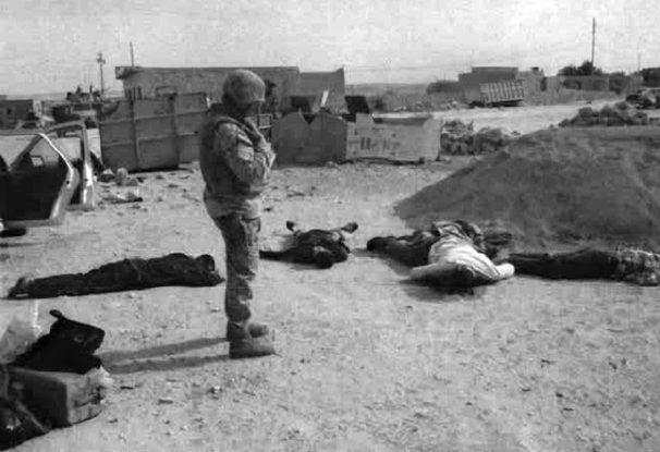 Iráčtí civilisté zavraždění americkými vojáky; Foto: Americké námořnictvo, Wikimedia Commons