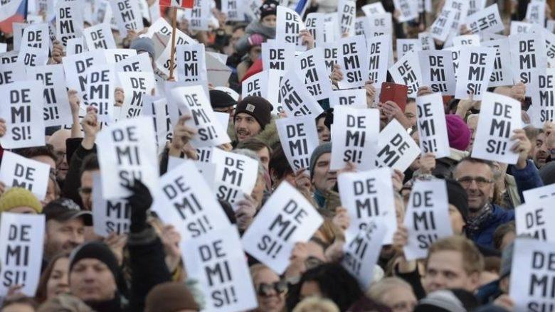 Listopad 2018: Jsou dnešní demonstrace v Praze proti Babišovi skutečně neorganizované a spontánní?