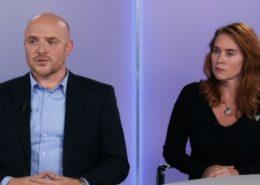 Reportéři Televize Seznam Jiří Kubík a Sabina Slonková; Reprofoto: Televize Seznam