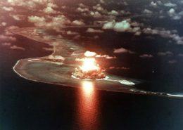 Jeden z testů vodíkové pumy na atolu Eniwetok; Foto: Ministerstvo energetiky USA / Wikimedia Commons