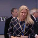 VIDEO: Předseda Evropské komise Juncker se opět choval nepřístojně