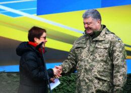 Petro Porošenko a velvyslankyně USA na Ukrajině; Foto: Americká armáda / Wikimedia Commons