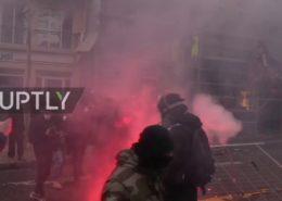 VIDEO: Žluté vesty vytrvávají ve svých protestech. Chtějí kandidovat do europarlamentu.