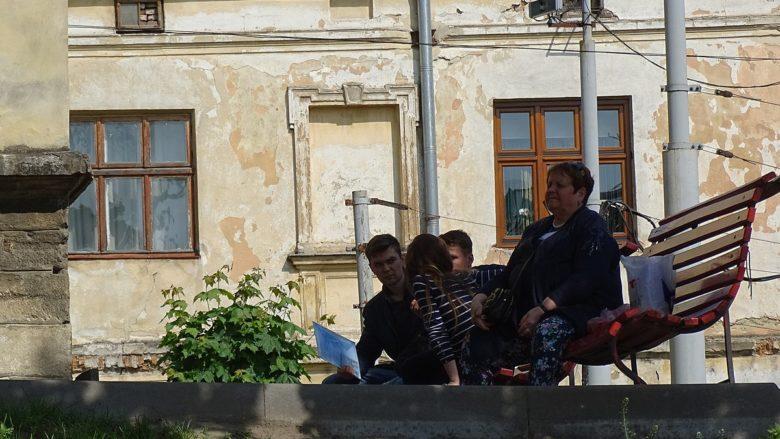 Lidé ve Lvově na Ukrajině; Foto: Adam Jones / Wikimedia Commons