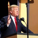 V USA JE UŽ 200 000 MRTVÝCH, Trump dál koronavirus zlehčuje
