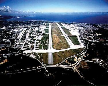 Pohled na leteckou základnu Kadena na Okinawě; Foto: CIA / Wikimedia Commons