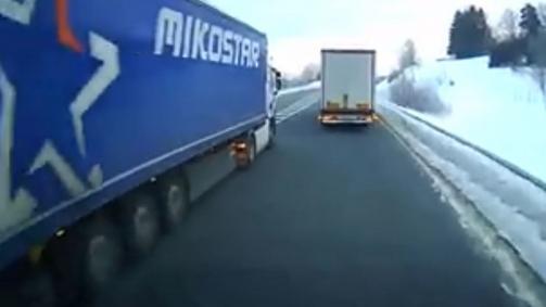 Riskantní předjíždění českého kamionu v Německu; Reprofoto: YouTube.com