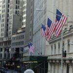 USA: Centrální banka varovala před významným propadem cen realit a akcií