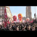 PROTESTY: Tlak na Macrona sílí. Ke žlutým vestám se přidaly francouzské odbory