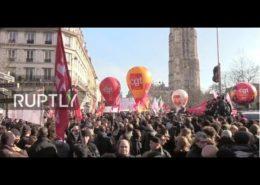Protesty francouzských odborářů proti prezidentu Macronovi; Reprofoto: Ruptly.tv