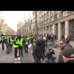 VIDEO: Francie je v těžké vnitropolitické krizi. Žluté vesty nepolevují v protestech.
