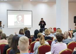 Školení pro revolucionáře, organizované českou neziskovou organizací v Jerevanu; Foto: RT.com