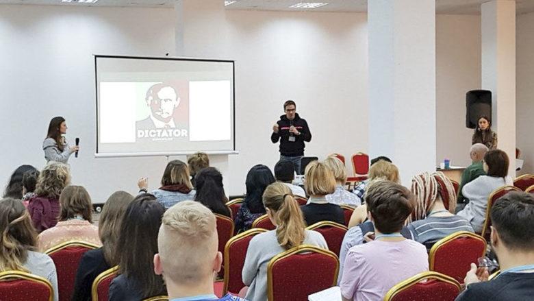 Politické neziskovky rády školí profesionální aktivisty; Foto: RT.com