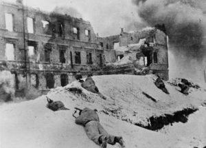 Sovětští vojáci ve Stalingradu, leden 1943; Foto: Deutsches Bundesarchiv / Wikimedia Commons