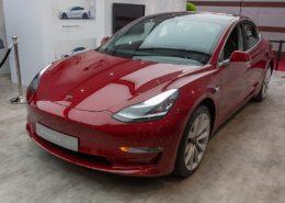 Elektromobil Tesla Model 3; Foto: Matti Blume / Wikimedia Commons