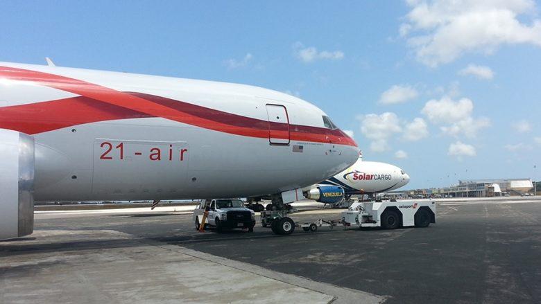 Letadlo americké společnosti 21-air na letišti ve Venezuele; Foto: 21cargo.us