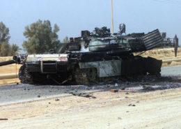 Zničený americký tank v Iráku; Foto: Jennifer A. Krusen, námořní pěchota Spojených států / Wikimedia Commons