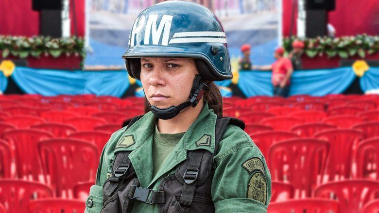 Venezuelská vojenská policistka; Foto: Wikimedia Commons