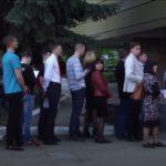 VIDEO: Na východní Ukrajině se tvoří velké fronty na ruské pasy