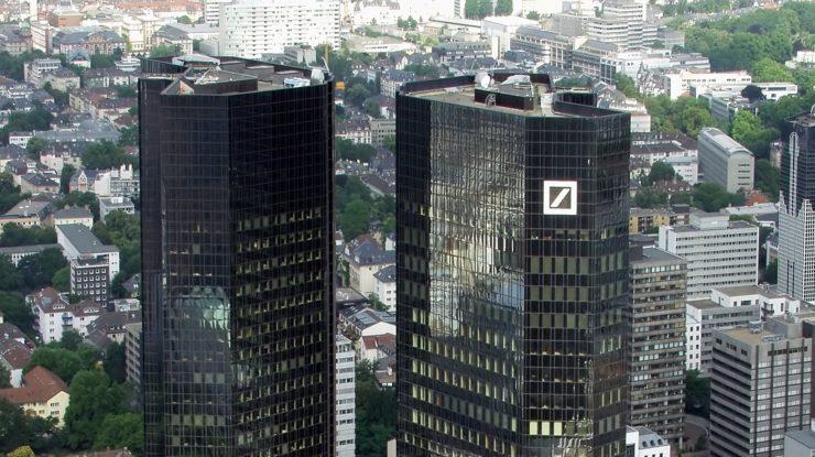 Centrála Deutsche Bank ve Frankfurtu nad Mohanem; Foto: Raimond Spekking / Wikimedia Commons