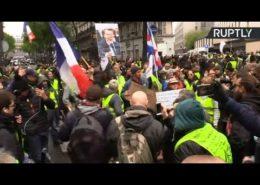 ŽIVĚ/VIDEO: Žluté vesty ve Francii se nevzdávají. Opět demonstrují
