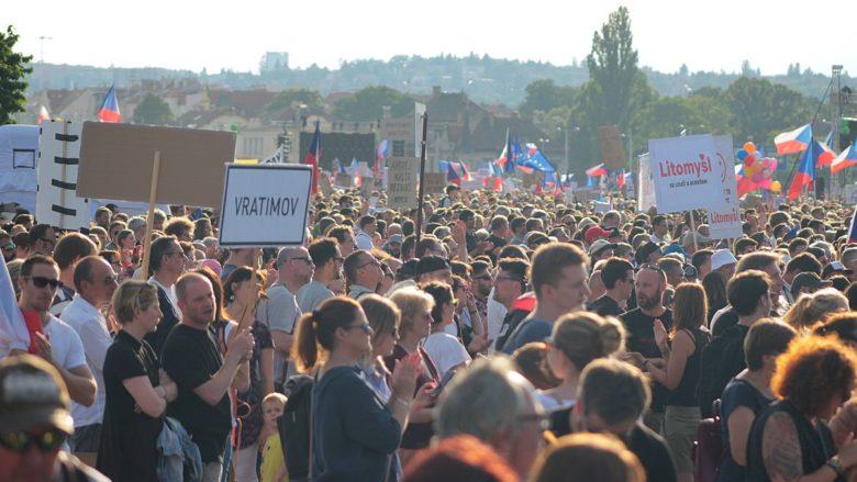 Demonstrace na pražské Letné 23.6.2019; Foto: VitVit / Wikimedia Commons