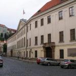 DOKUMENT: Poslanecká sněmovna přijala usnesení k privatizačním zločinům 90. let