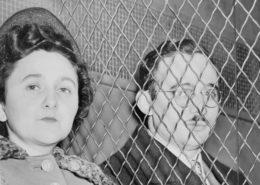 Julius Rosenberg se svou manželkou Ethel; Foto: Roger Higgins / Wikimedia Commons
