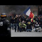 ŽIVĚ/VIDEO: Žluté vesty vytrvávají ve svých protestech, již po 34. víkend