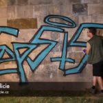 VIDEO: Dva německy mluvící vandalové posprejovali Karlův most