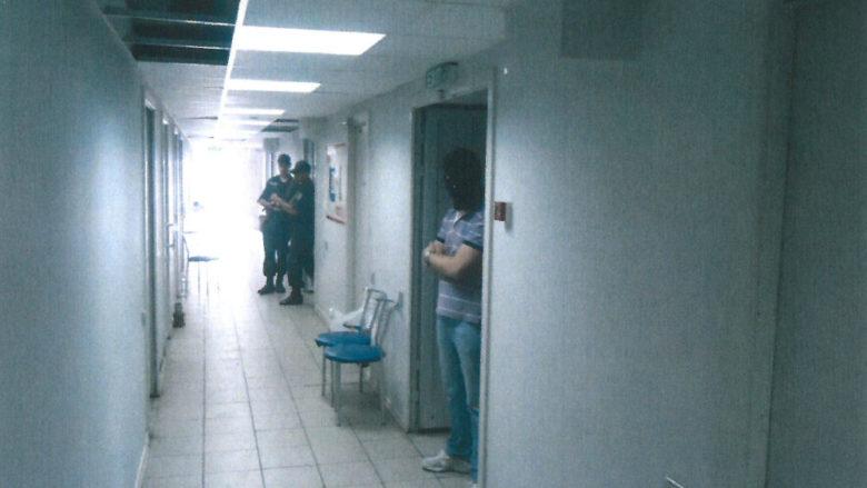 Chodba v tajném vězení SBU na letišti ve městě Mariupol na Ukrajině; Foto: Vasilij Prozorov