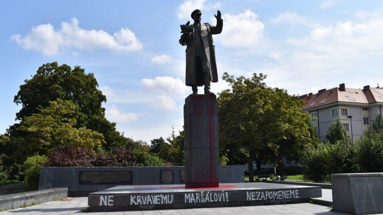 Socha maršála Koněva poničená vandaly z 21. na 22.8.2019; Foto: Facebookový profil Prahy 6