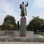PRAŽSKÁ KAVÁRNA ZUŘÍ: Zhanobený pomník Koněva očistili dobrovolníci