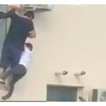 VIDEO: Dva muži zachránili život šestiletému chlapci, který skoro spadl z okna v pátém patře