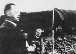 Konrad Henlein v Karlových Varech v roce 1937; Foto: Wikimedia Commons
