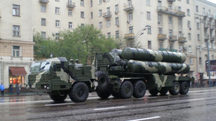 Moderní ruský raketový komplex S-400; Foto: UMNICK / Wikimedia Commons