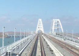 VIDEO: První vlak projel po nové železnici Krymského mostu