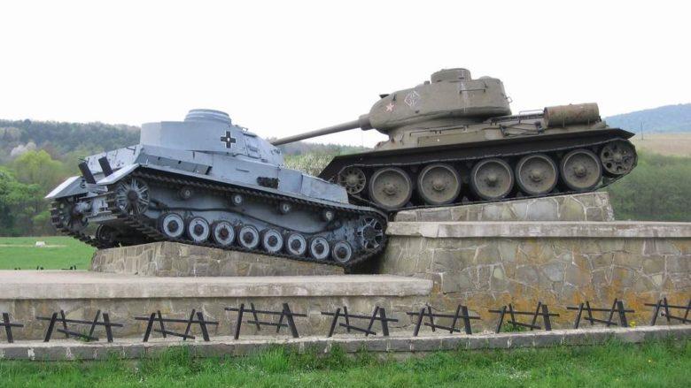 Památník Karpatsko-dukelské operace; Foto: PM / Wikimedia Commons