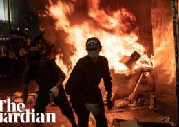 VIDEO: Vandalové demolují Hong Kong