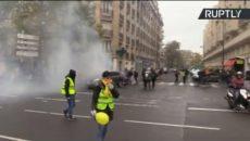 ŽIVĚ/VIDEO: Žluté vesty protestují ve Francii již rok