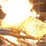 VIDEO: Protesty v Hongkongu se zvrhly v ničení a rabování